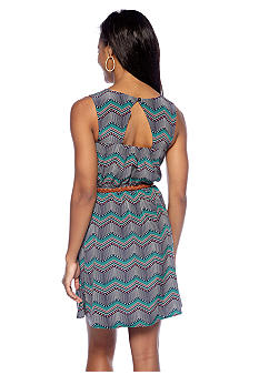 A Byer Keyhole Back Zig-Zag Printed Dress