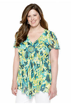 New Directions Plus Size Shark Bite Medallion Top
