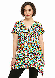 New Directions Plus Size Printed Shark-bite Hem Top