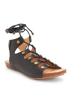 ADAM TUCKER me Too Nori Sandals Cappuccino