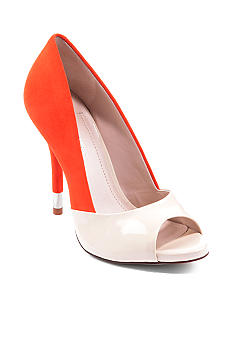 BCBGeneration Izzie Pump