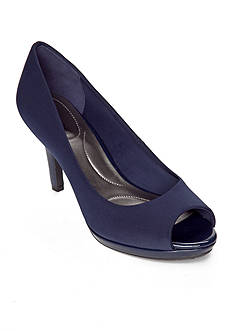 Bandolino Supermodel Pump