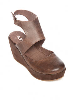 Antelope Closed Toe Wedge Sandal