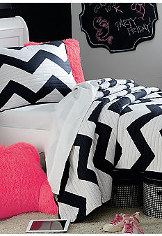Home Accents Black & White Chevron Quilt