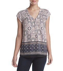 Black Rainn™ Pleated Shoulder Crop Sleeve Top