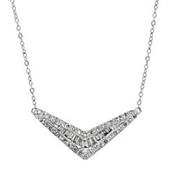 10K White Gold 0.25 ct. t.w. Diamond Chevron Necklace