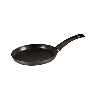 <div><strong>Web exclusive!</strong> Graced with sleek, European style and an ergonomic design, this open fry pan heats quickly and evenly, delivering unrivaled cooking performance and making perfect crepes every time.</div>