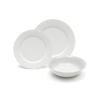 <strong>Web exclusive! </strong>Add the versatile Maxwell & Williams White Basics European china pattern to your tabletop.