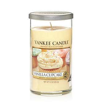Yankee Candle® Perfect Pillar Vanilla Cupcake Candle
