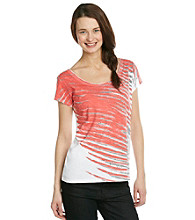 Relativity® Short Sleeve V-Neck Streaks Graphic Tee