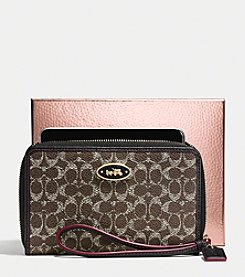 COACH UNIVERSAL CASE IN EMBOSSED SIGNATURE CANVAS