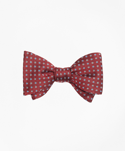 Alternating Squares Bow Tie
