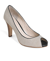 Open-Toe Pump