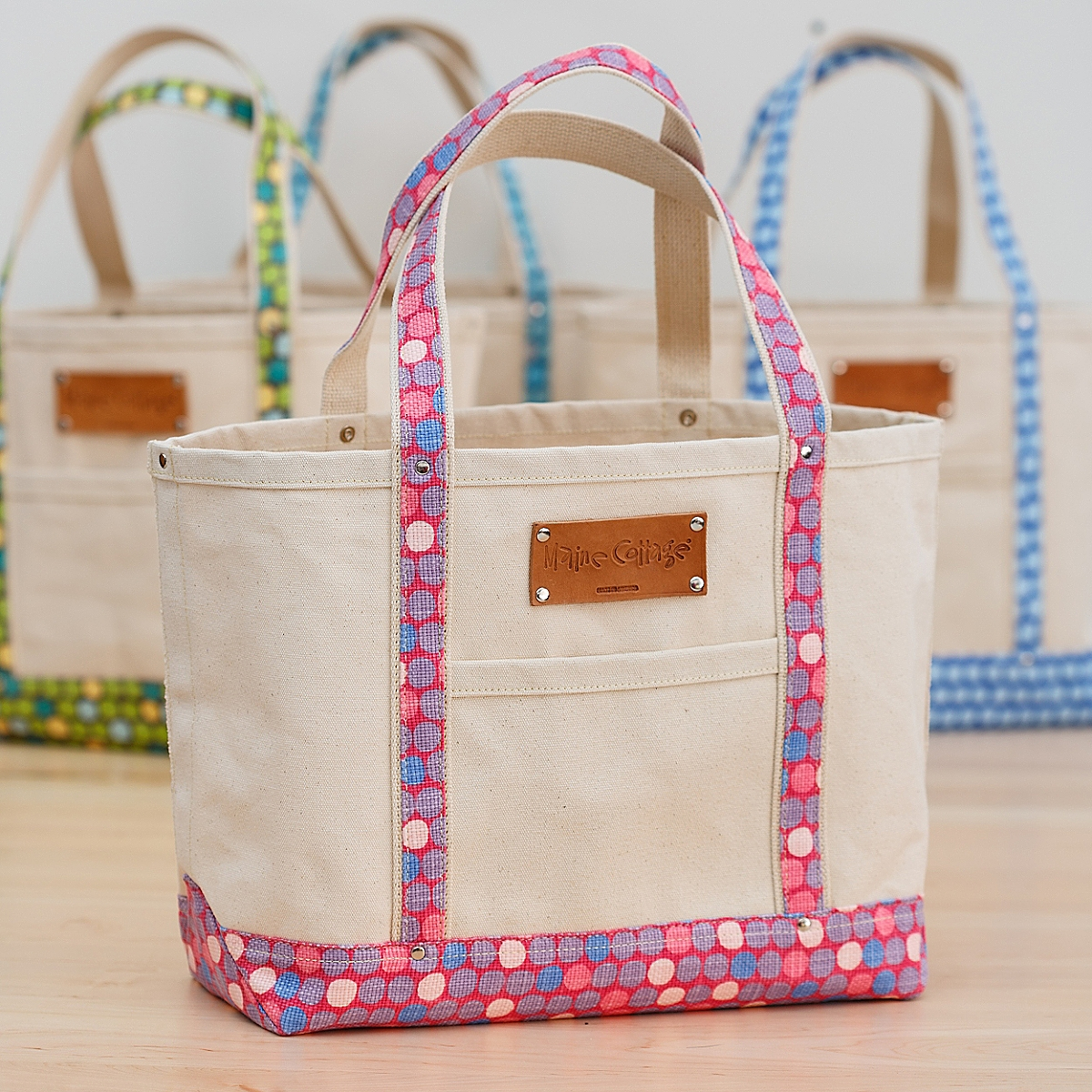 Tote Bag in Lotsa Dots / Mixed Berry
