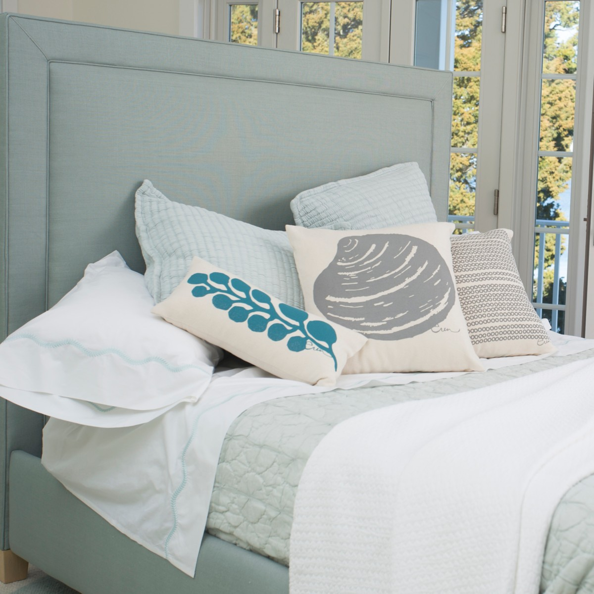 Annie Upholstered Bed - Twin