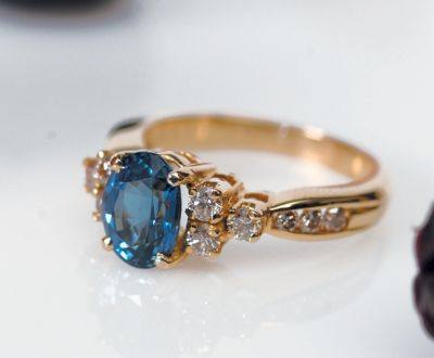 Women's Blue Sapphire & Diamond Ring - 18k Yellow Gold