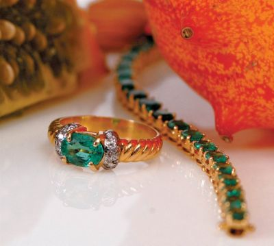 Women's Emerald & Diamond Tennis Bracelet - 18k Yellow Gold, Diamonds