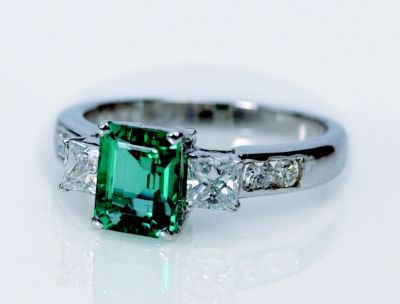 Women's Emerald & Diamond Ring - 18k White Gold