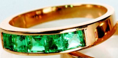 Women's Emerald Stackable Ring - 18k Yellow Gold