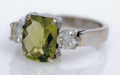 Women's Peridot & Diamond Ring - 18k White Gold