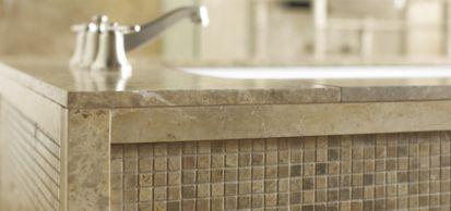 "9/16"" stacked mosaic in polished finish and 30"" x 72"" slab tub surround (photographer: Scott Seifert)"