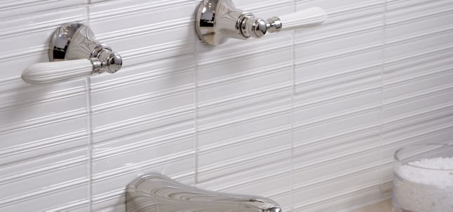 "3"" x 6"" field in white gloss shown with barbara barry tuxedo lavatory set in nickel with reeded white lever handle"