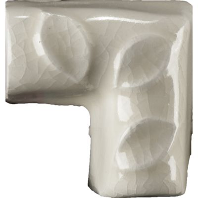 "1-1/4"" x 1-1/4"" fallen leaf liner corner trim in cream crackle"