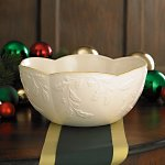 Holiday Heirloom Scalloped Bowl