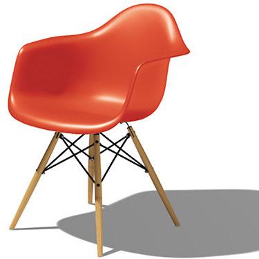 Eames Plastic Armchair, Dowel Leg Base