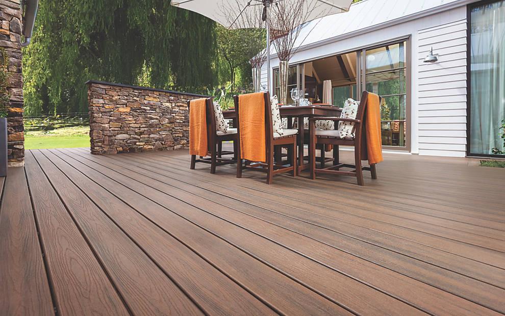 New line trex transcend decking norman piette for Plan pour patio exterieur