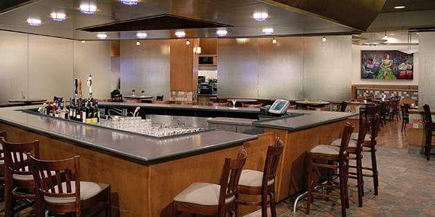O Moderno Projeto Do Bar E Restaurante Varonau0027s Utiliza A Superfície Sólida  Corian® Para Criar