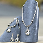 crystal teardrop necklace earring set