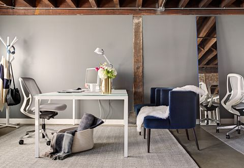 A Pratt desk in white makes the perfect large modern executive desk, while classic blue velvet accent chairs offer comfortable seating for desk-side meetings.