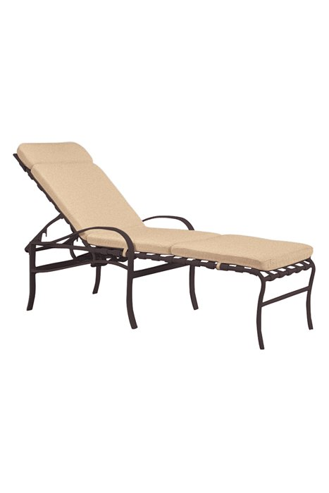 patio chaise lounge with pad