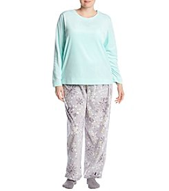 HUE Plus Size Snowflake Pattern Pajama And Socks Set
