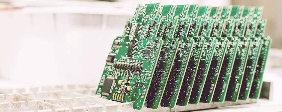 Dual-band photoresists for better HDI PCB yield and productivity