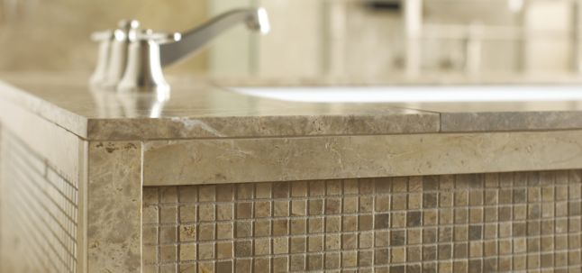 "9/16"" stacked mosaic in polished finish and 30"" x 72"" slab tub surround (photographer: Scott Seifert)"