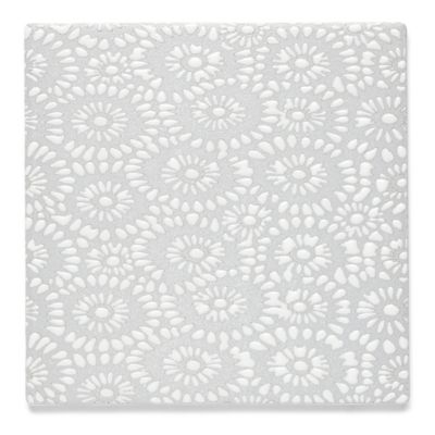 "Insho Flowers 6"" x 6"" field in white"