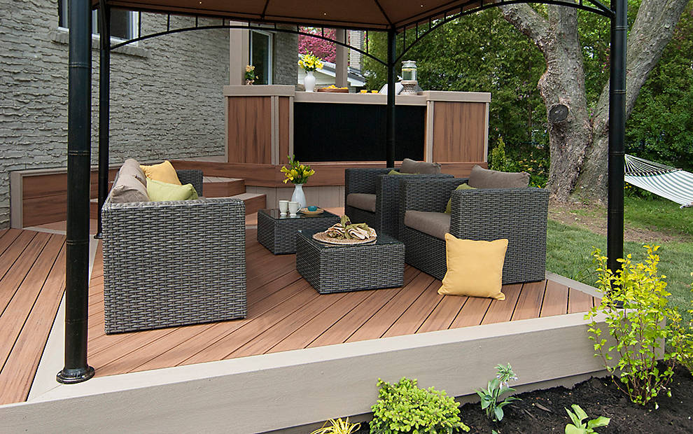 Small deck design ideas photos trex for Small house deck designs