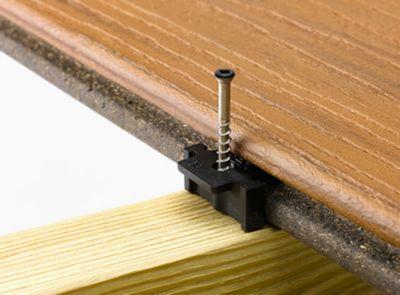Sujeción universal Trex Hideaway con tarima ranurada de material compuesto para terrazas