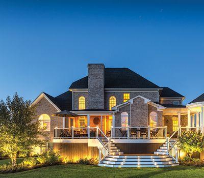 Les éclairages de terrasse Trex sont conçus pour maximiser la fonction et le style de votre espace de vie à l'extérieur.