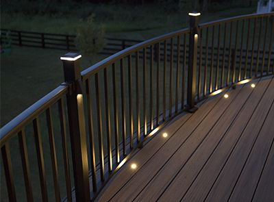Kombinieren Sie die perfekt aufeinander abgestimmten Geländer-Komponenten von Trex für Ihr individuelles Design.