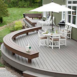Blog Cabin deck design featuring Trex Transcend with furniture and umbrella