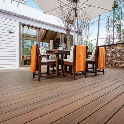 View the European Collection to see how Trex decking and railing can create understated elegance for your outdoor living space.