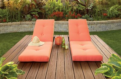 This Trex Transcend deck in Spiced rum makes the most of a tranquil garden spot