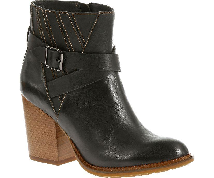 Darby Dewey, Black Leather, dynamic