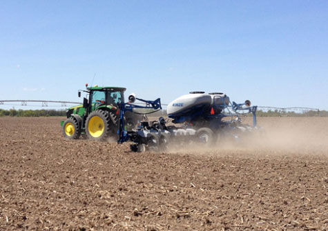 Planting a Pioneer multi-hybrid trial near Mexico, Mo. (April 22, 2015).