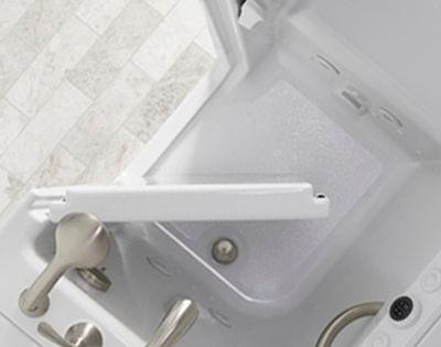 Cửa bồn tắm rộng