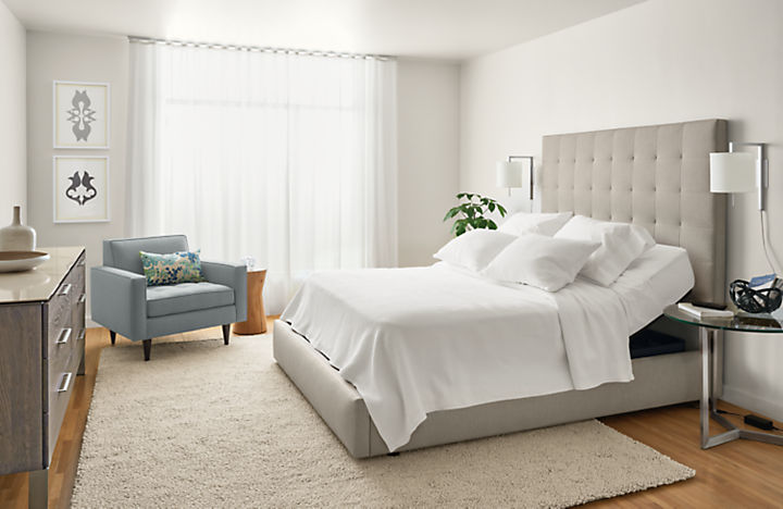 Adjustable mattress base with bedding on top