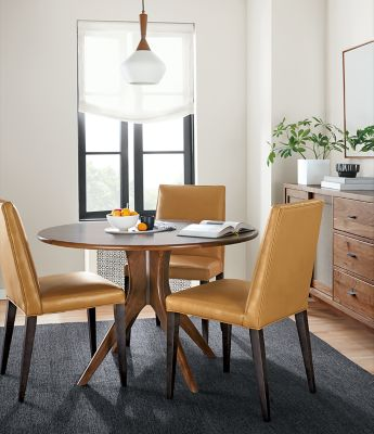 Bradshaw Table With Ava Leather Chairs